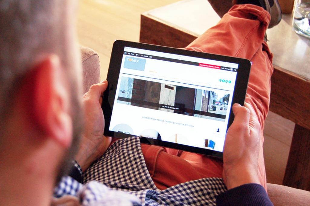 Badkamer-keuken-Offerte-Vergelijken-aanvragen-tegels-tablet of ipad